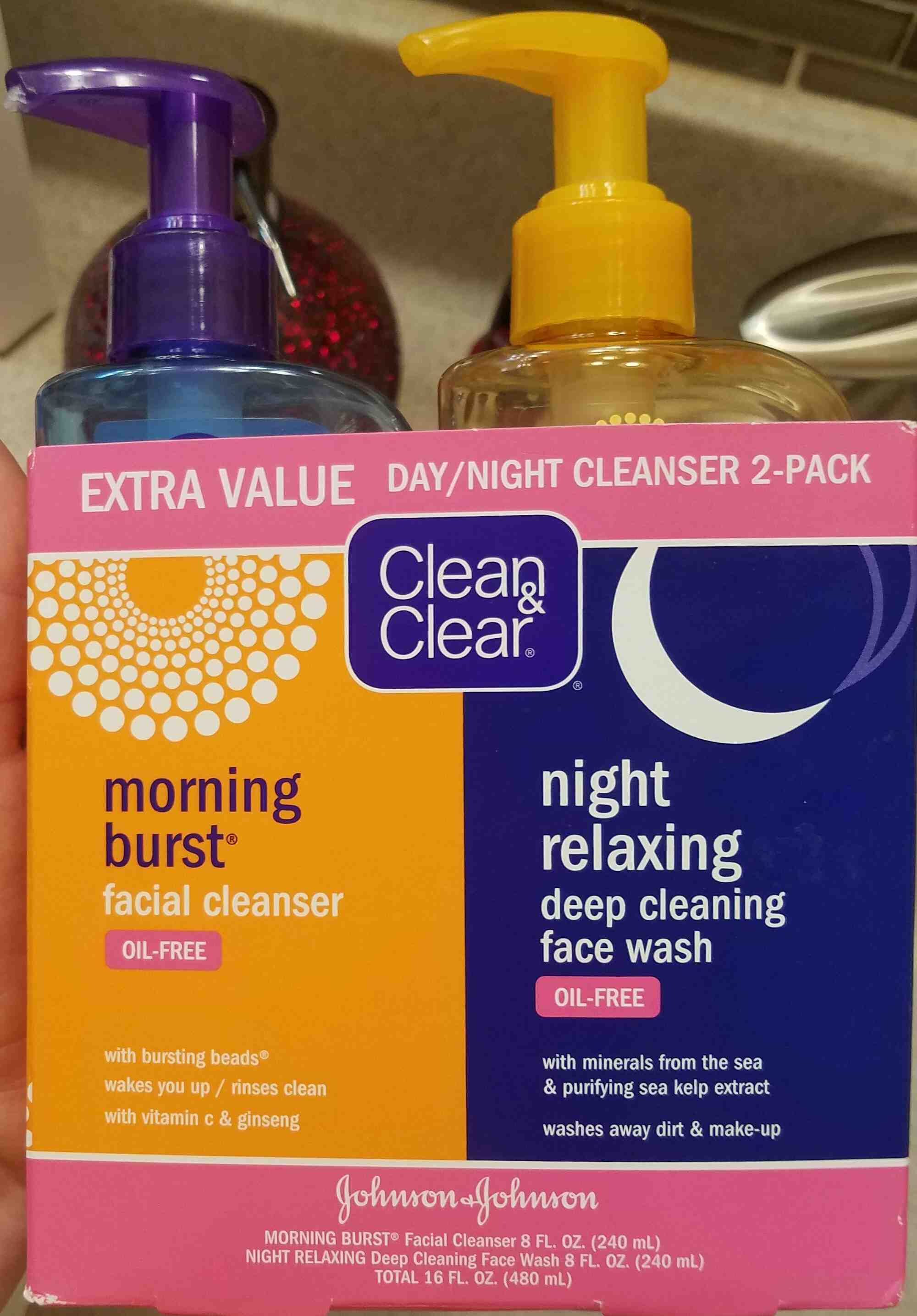 Clean and Clear Day/Night Cleanser - Product - en