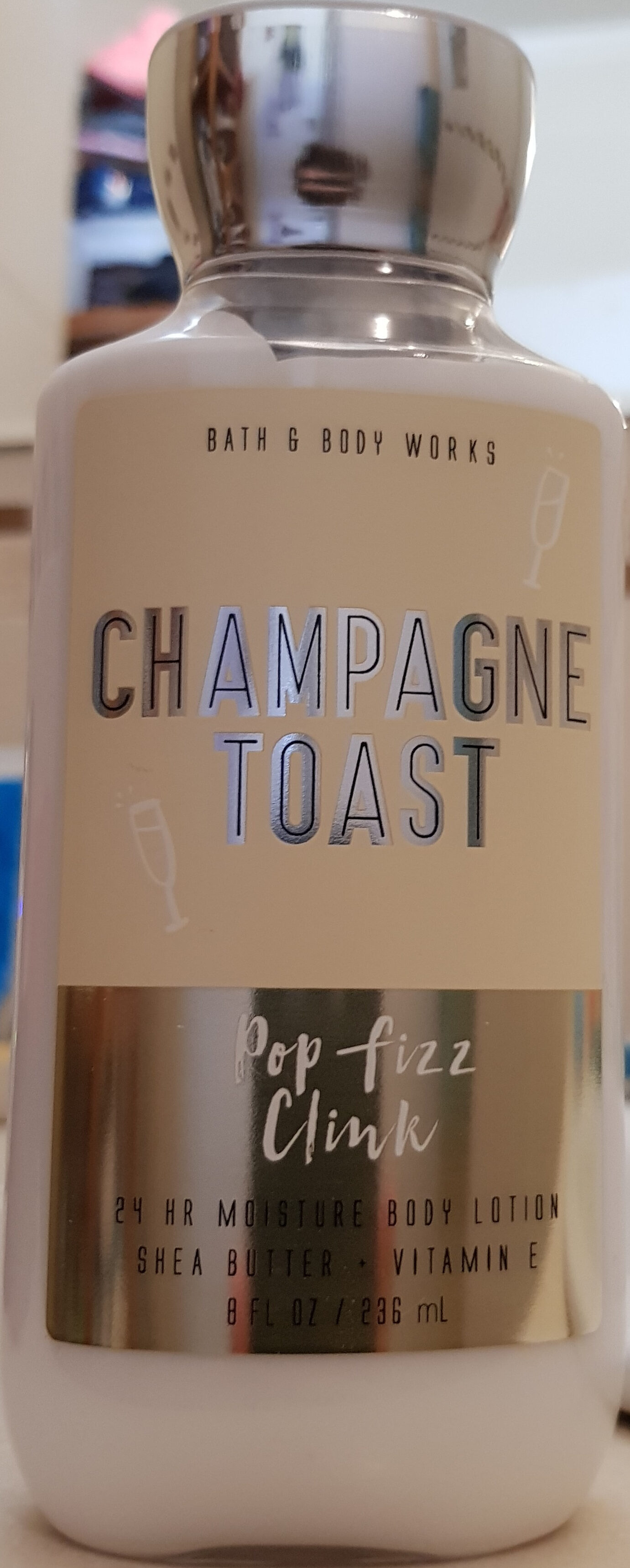 Champagne toast body lotion - Product - fr