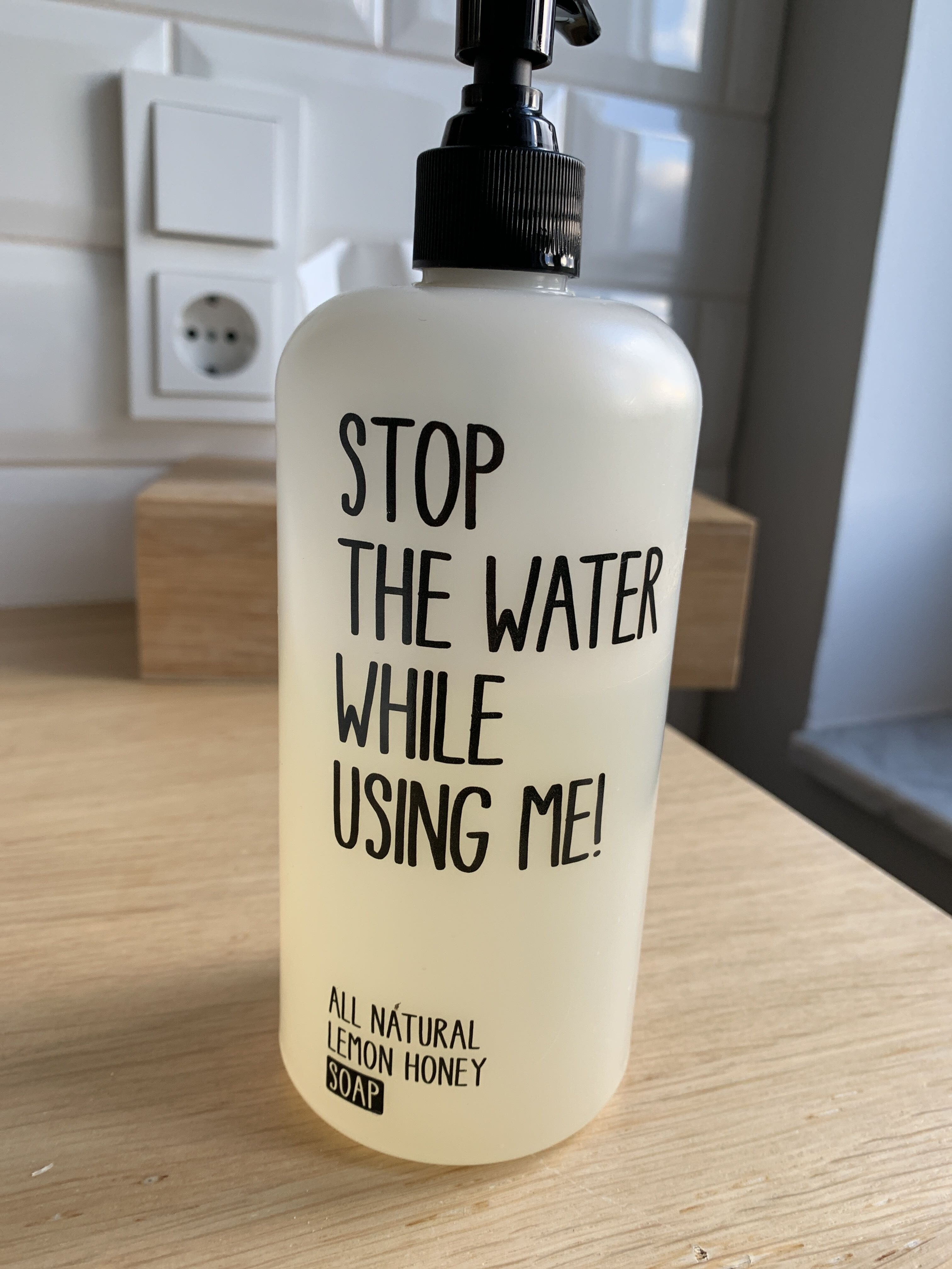 Stop the water while using me - Product - en