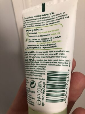 Moisturising Face Wash - Product - en
